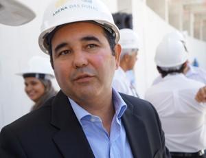 Charles Maia, presidente do consórcio Arena das Dunas, durante visita técnica ao estádio (Foto: Augusto Gomes)