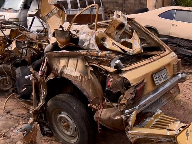 Avô e neta morrem em acidente entre carro e caminhão em Caxambu (Foto: Reprodução EPTV)