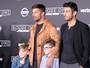 Ricky Martin leva os filhos e o namorado a première nos EUA