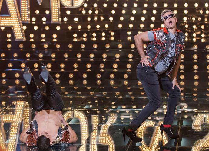 José Loreto e Otaviano Costa dança Beyoncé no Amor & Sexo (Foto: Artur Meninea/Gshow)