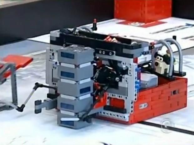 Alunos participaram de desafio de robôs durante torneio (Foto: Reprodução/ TV TEM)