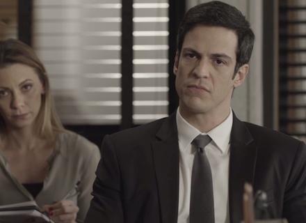 Eric se recusa a vender o hotel e desafio é lançado entre ele e Sabine