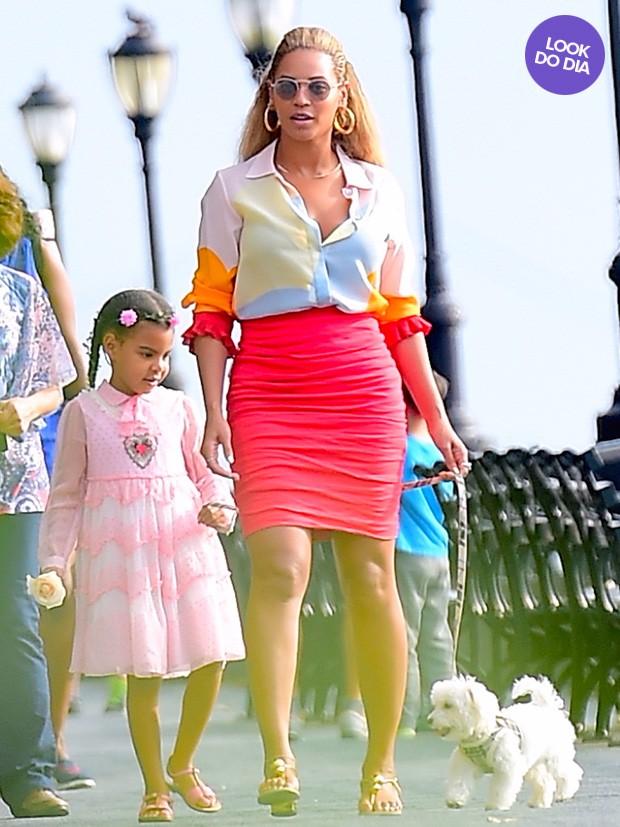 Beyonce Knowles e a filha Blue Ivy Carter em Nova York (Foto: Grosby)