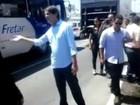 Cid Gomes 'vira' agente de trânsito em local de acidente em Fortaleza