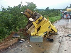 acidente caminhões em Patos de Minas (Foto: PRF Patos de Minas/Divulgação)