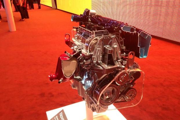 Novos motores Sce da Renault são expostos no estande (Foto: Julio Cabral/Autoesporte)
