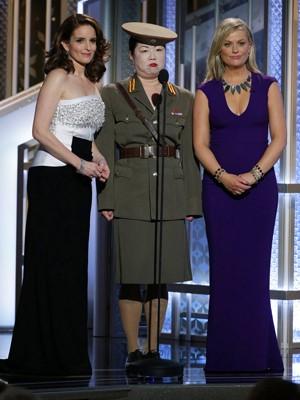 Tina Fey e Amy Poehler fazem piada com a Coreia do Norte durante o Globo de Ouro (Foto: AP Photo/NBC, Paul Drinkwater)