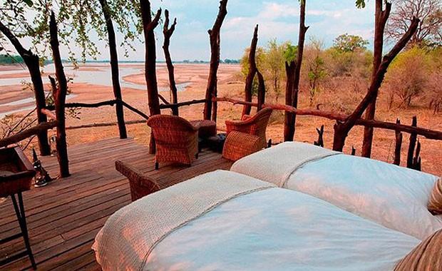 """O Kalamu Lagoon Camp é uma espécie de """"acampamento"""" de luxo (Foto: Reprodução)"""