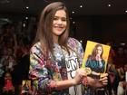 Maisa Silva faz tarde de autógrafos de livro em São Paulo