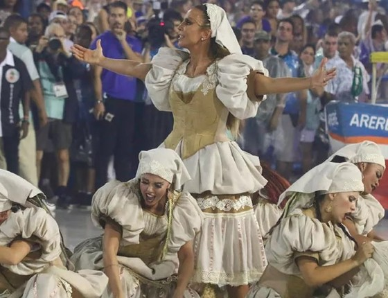 A cantora Ivete Sangalo no abre-alas da Grande Rio (Foto: AgNews)