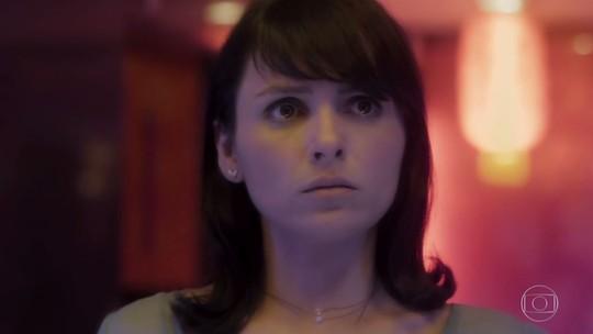 Celeste, personagem de Monica Iozzi, passa por situação tensa no 1º episódio de 'Vade Retro'