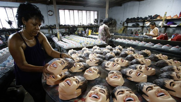Máscara neymar carnaval (Foto: Agência Reuters)