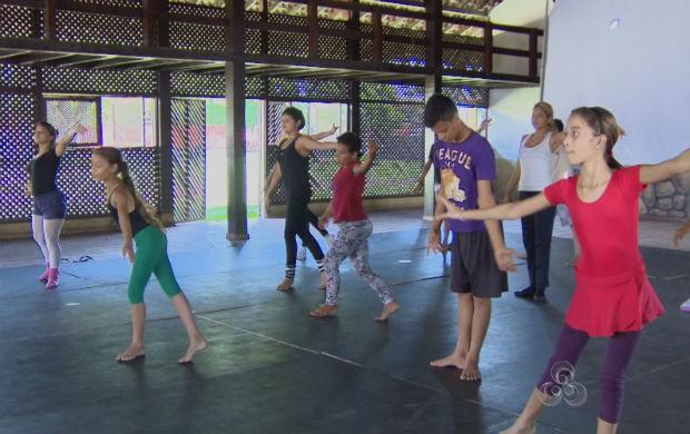 Crianças em aula de dança financiada pelo Criança Esperança. (Foto: Reprodução/TV Amapá)