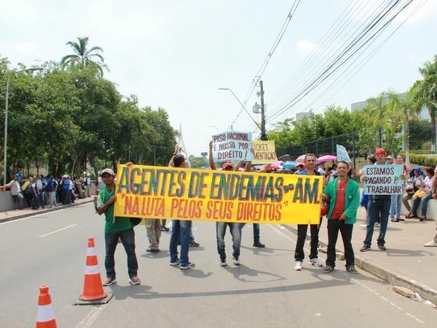 Agentes protestaram por redução de carga de horário ou recebimento de ticket alimentação (Foto: Suelen Gonçalves/G1 AM)