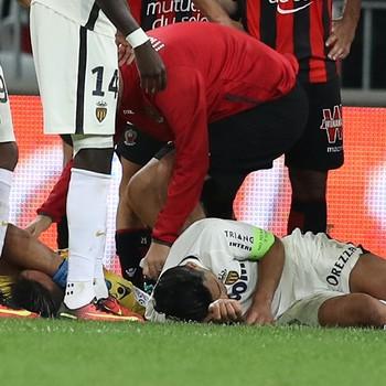 Falcao Garcia lesão na cabeça - Monaco x Nice (Foto: VALERY HACHE / AFP)