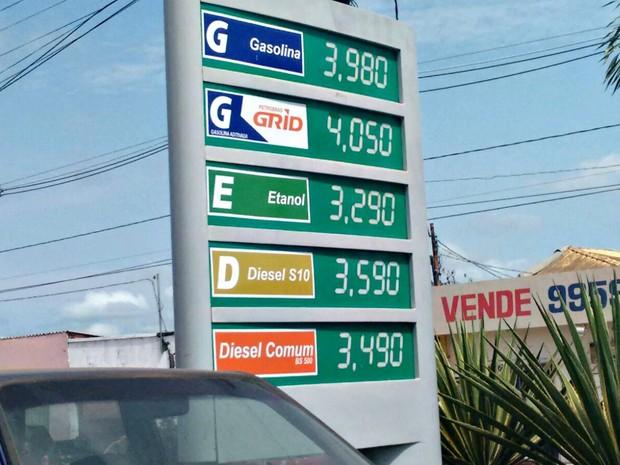 Postos reduziram gasolina em até R$ 0,12 em Rio Branco (Foto: Quésia Melo/G1)