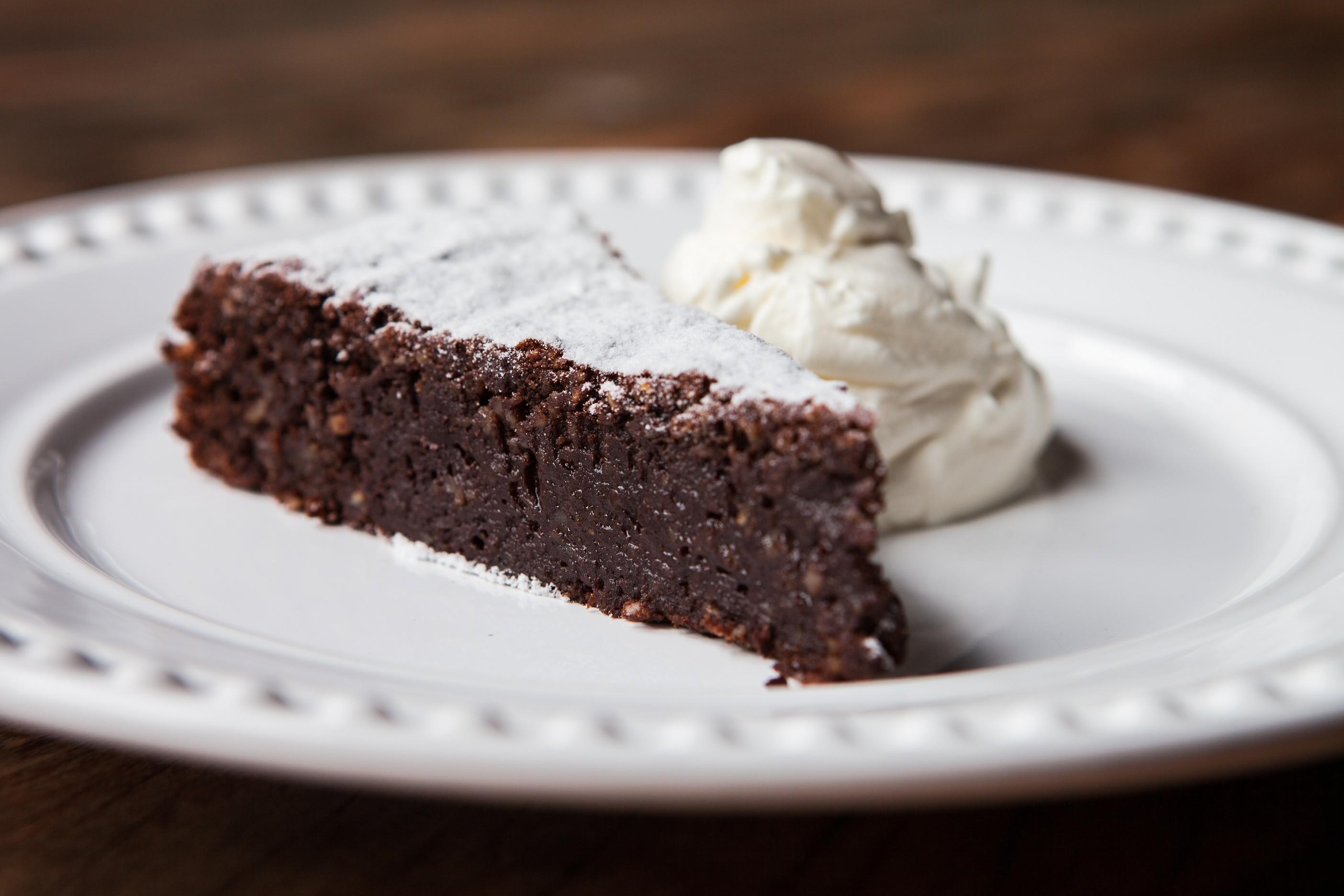 A torta de chocolate com amêndoas da Bráz Trattoria (Foto: Lufe Gomes)
