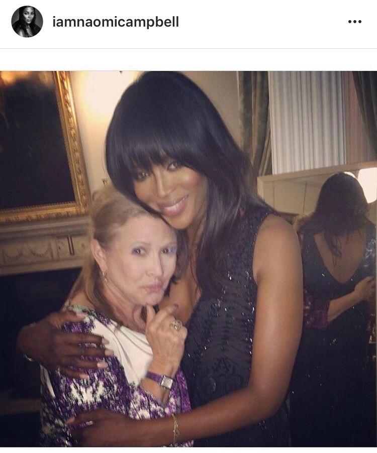 Naomi Campbell postou foto com Carrie Fisher para homenagear Debbie Reynolds (Foto: Reprodução)
