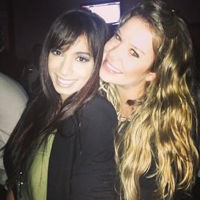 Anitta e Fernanda Souza em show no Rio (Foto: Instagram/ Reprodução)