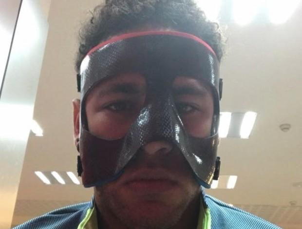 """BLOG: Neymar aparece mascarado antes de treino do Barcelona: """"Hoje vou assim"""""""