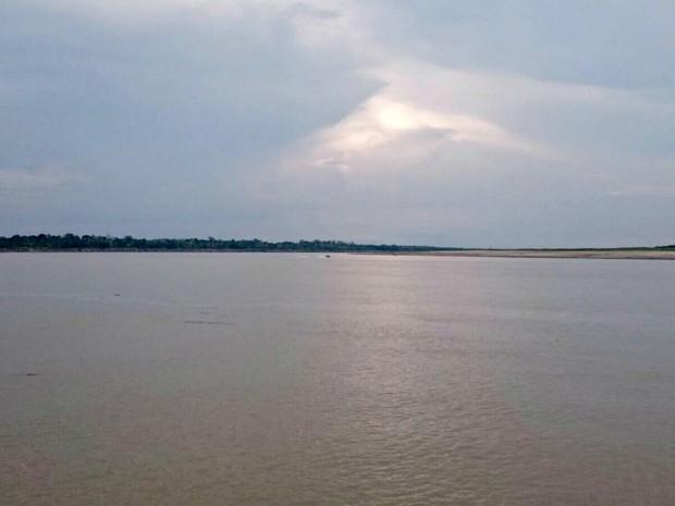 Embarcações não conseguem navegar até a margem do rio em Benjamin Constant (Foto: Arquivo Pessoal/Greicy Fernandes)