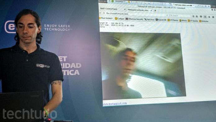 Com acesso remoto, hacker pode ter total domínio do PC e ativar a webcam, por exemplo (Foto: Melissa Cruz / TechTudo)