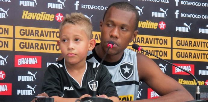 Brinner coletiva Botafogo (Foto: Thales Soares / Globoesporte.com)