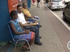 Consumidores passam noite em fila por ofertas de liquidação na região