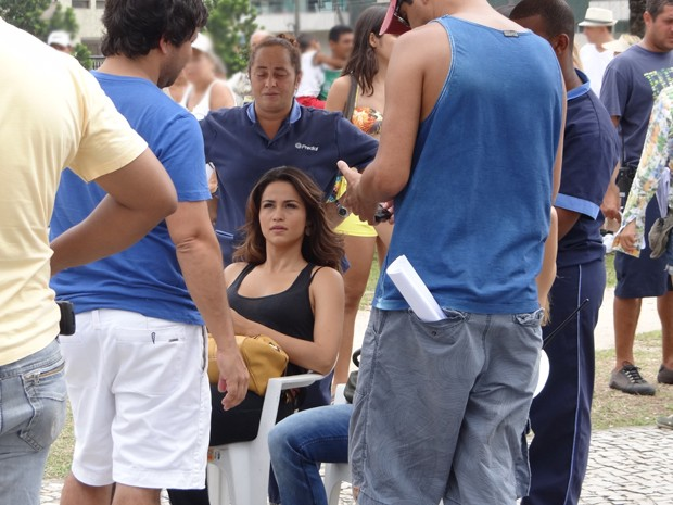 Nanda aguarda ser chamada para a cena (Foto: Salve Jorge/TV Globo)