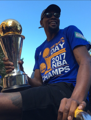 Kevin Durant Golden State Warriors champions parade nba (Foto: Twitter/NBA)