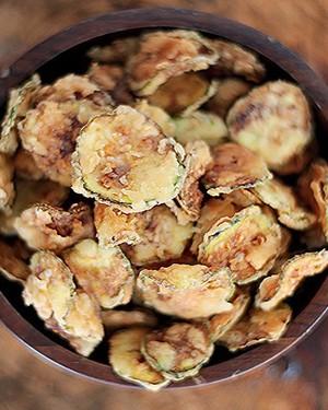 Chips de abobrinha italiana (Foto: Rogério Voltan/ Editora Globo)