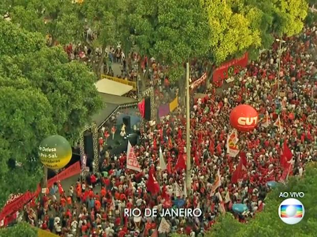 Praça 15 tomada de manifestantes pró-governo (Foto: Reprodução / Globo)