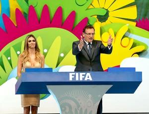 Valcke e Fernanda Lima sorteio Copa do Mundo (Foto: Jefferson Bernardes / VIPCOMM)