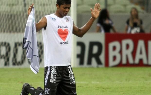 Potiguar agradeceu a Deus pelo gol e pela superação (Foto: Divulgação/Cearasc.com)