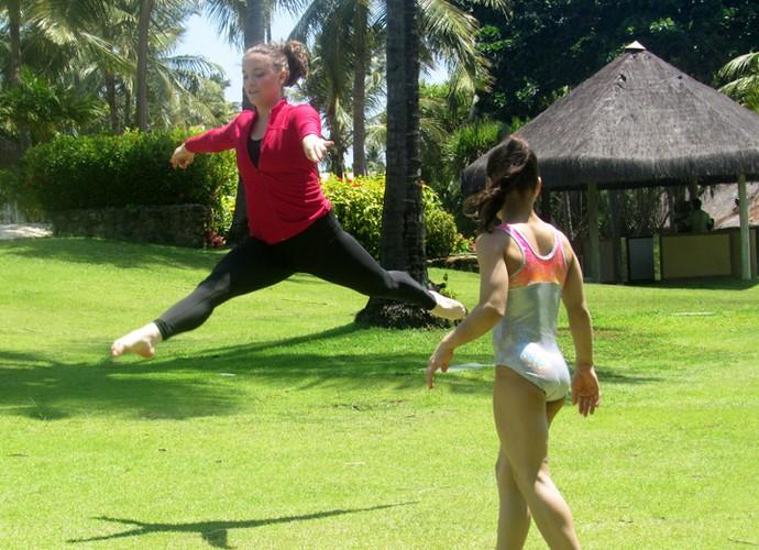 Uau! Alice mostra que entende de ginástica rítmica (Foto: Nathália Gomes / Gshow)