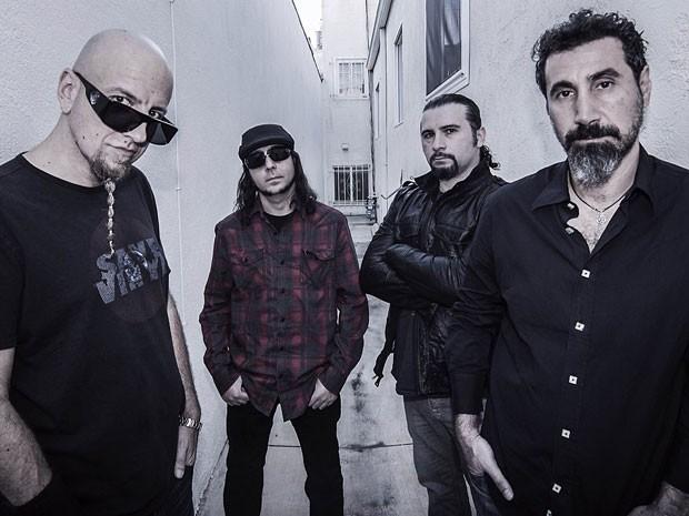 A banda americana System of a Down, liderada por  Serj Tankian, primeiro à direita (Foto: Divulgação)