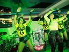 Com calça justinha, Gretchen faz show em Portugal