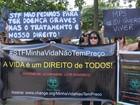 Grupo protesta e pede fornecimento de remédios de alto custo, no ES