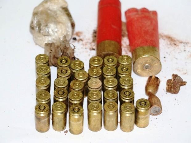 Mais de 30 munições deflagradas foram encontradas no local do crime (Foto: Divulgação/PM)