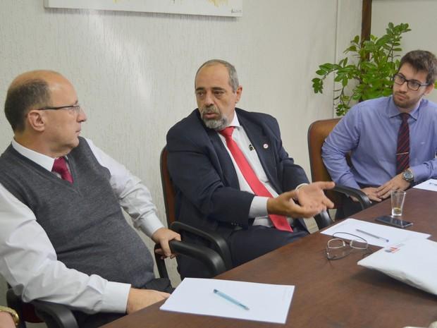 Advogados da OAB de São Pedro (Foto: Claudia Assencio/G1)