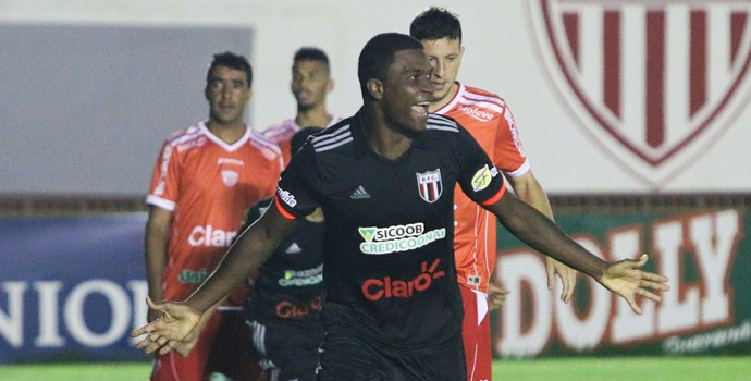 Halisson, zagueiro do Botafogo-SP (Foto: Rogério Moroti/Ag. Botafogo)