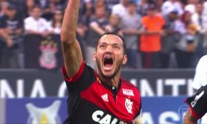 Líder do Brasileirão, Corinthians empata com Flamengo em SP
