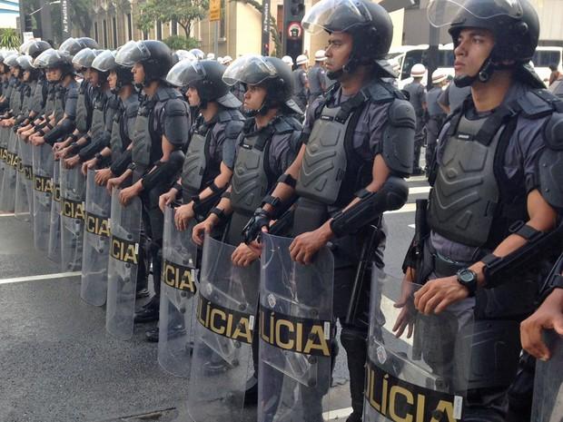Tropa de CHoque antes da manifestação do MPL (Foto: Marcelo Mora/G1)
