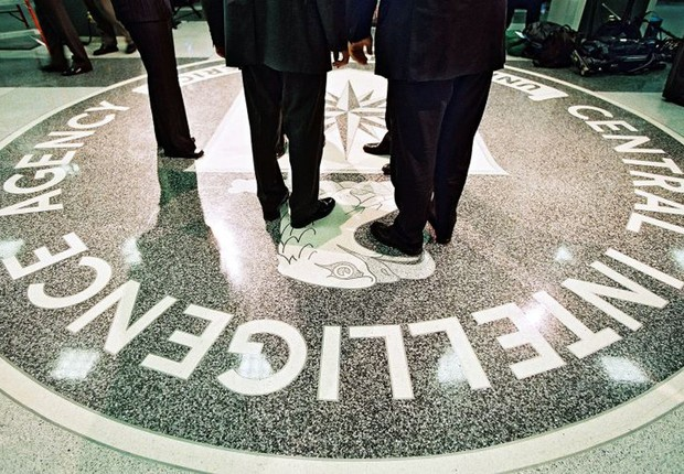 Logo da Central de Inteligência Americana (CIA) é visto no piso do quartel-general na Virginia (Foto: Saul Loeb/Getty Images)