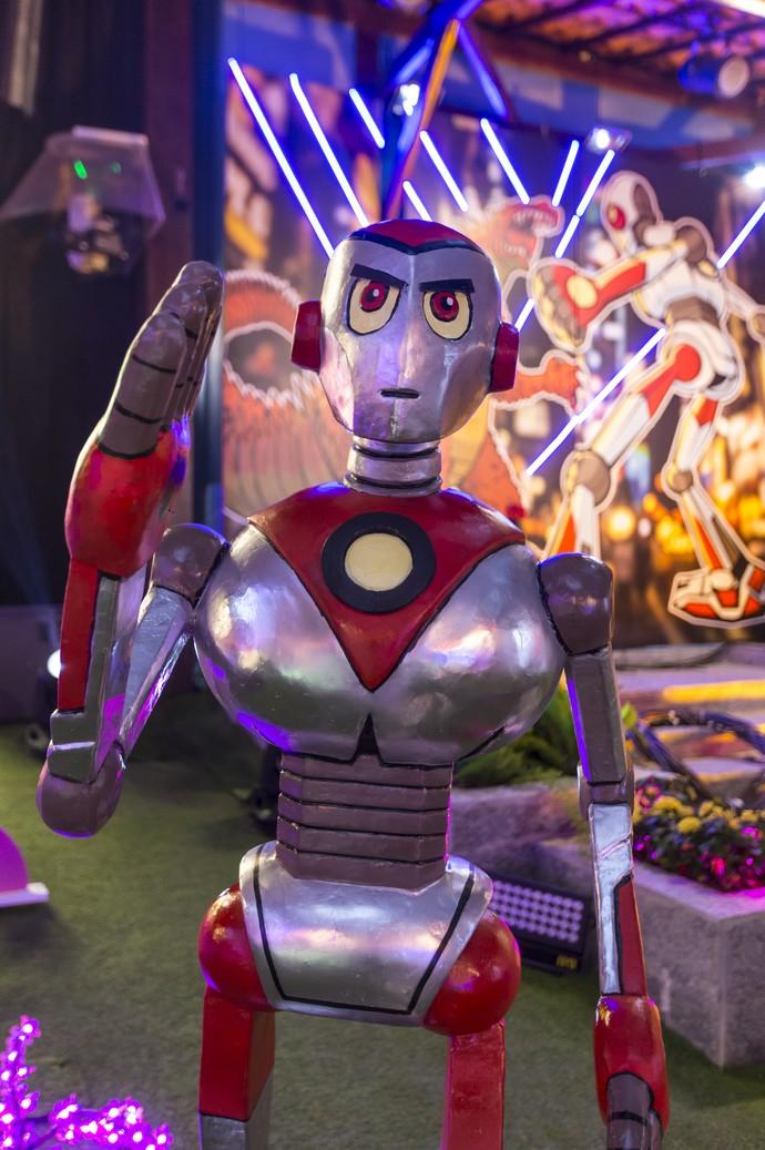 Robô dá as boas-vindas aos confinados do BBB17 (Foto: Artur Meninea/Gshow)