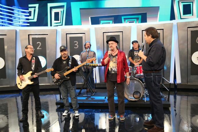 The Fevers empolgou a plateia com a música 'Guerra dos Sexos' (Foto: Carol Caminha/Gshow)