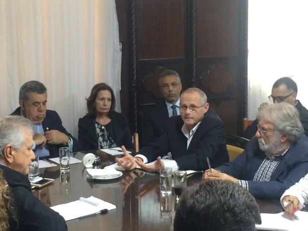 Beltrame se reuniu com autoridades na Alerj nesta terça-feira (Foto: Matheus Rodrigues / G1)