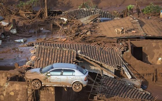 Estragos causados pelo rompimento da barragem da Samarco em Mariana, Minas Gerais (Foto: Felipe Dana/AP)