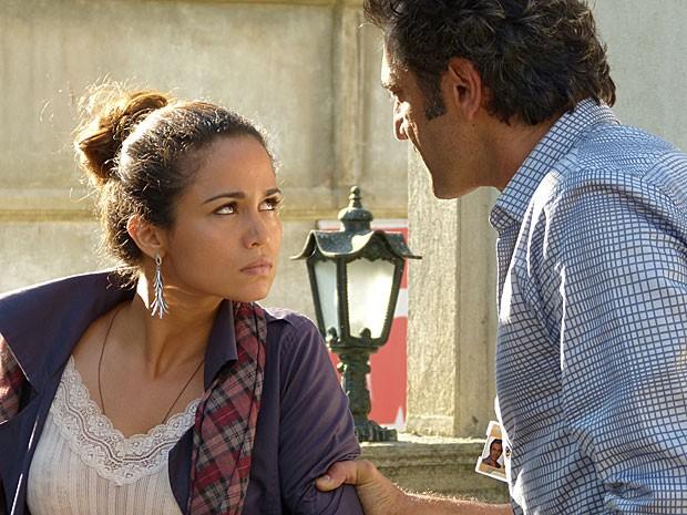 Zyah reconhece Morena perambulando por Istambul (Foto: Salve Jorge/TV Globo)