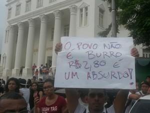 Manifestantes cobram redução no valor das passagens de ônibus de São Luís (Foto: Joyce Mackay/G1)
